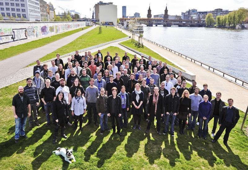 Businessfototgrafie berlin Teamfoto an der Oberbaumbrücke