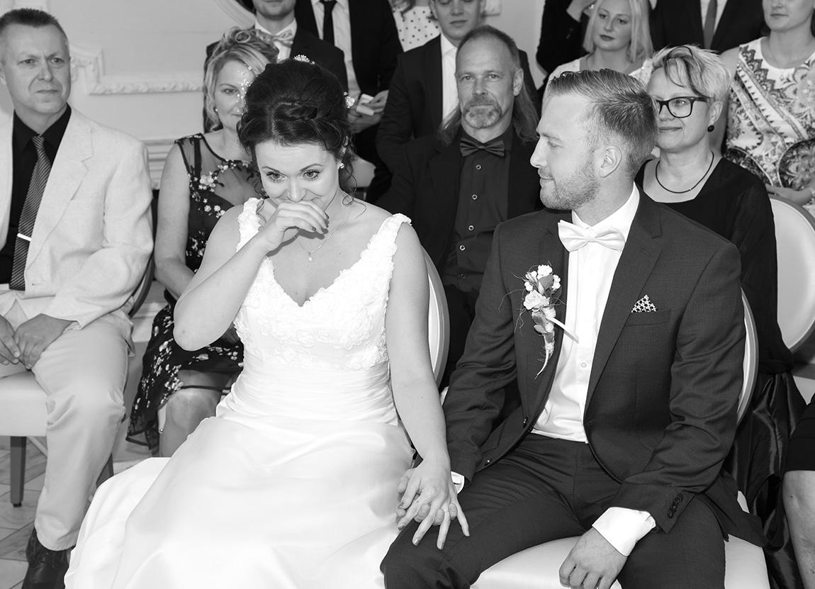 Braut weinend während der Trauung in Köpenick